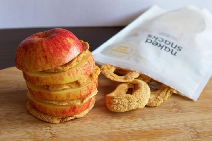 orchard apple rings snack interspersed between apple slices
